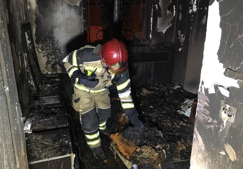 خاکستر شدن منزل مسکونی در پی آتشسوزی/ نجات 8 نفر + تصاویر