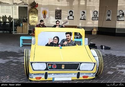 نمایش خیابانی سی و هشتمین جشنواره بین المللی تئاتر فجر در مترو میدان ولیعصر(عج)