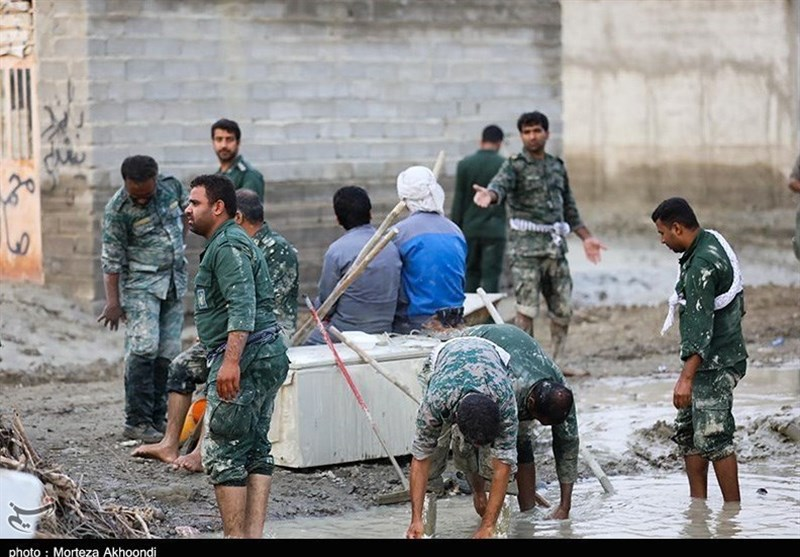 IRGC Ground Force Continues Helping Flood-Hit People in SE Iran