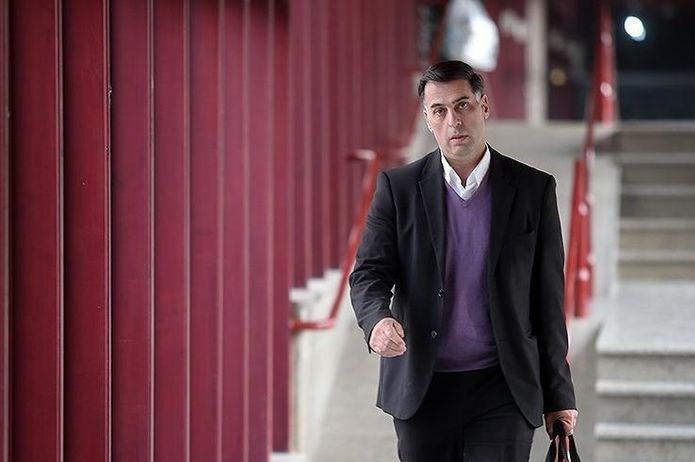 آذری: دستور موقت محرومیتم بدون امضای سرپرست و دبیرکل فدراسیون بوده است/ مسئلهای را در خارج از خانواده فوتبال حل نمیکنم