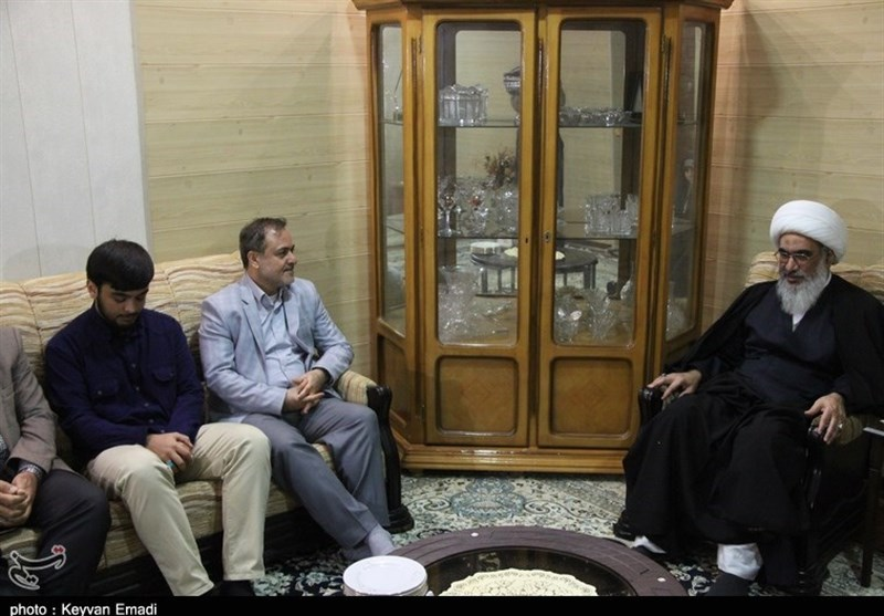 دیدار امام جمعه بوشهر با خانواده شهید عبدالحسین حمایتی + تصاویر