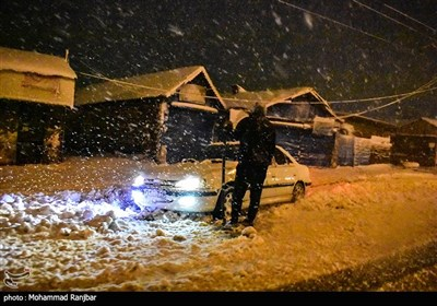 بارش برف سنگین در ازاد راه قزوین - رشت