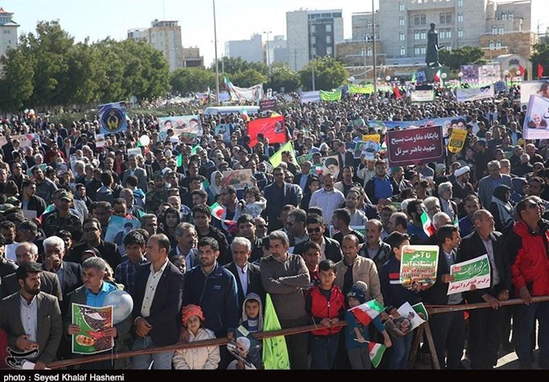 حماسه بوشهریها در راهپیمایی 22 بهمن از کنار آبهای خلیج فارس + تصاویر
