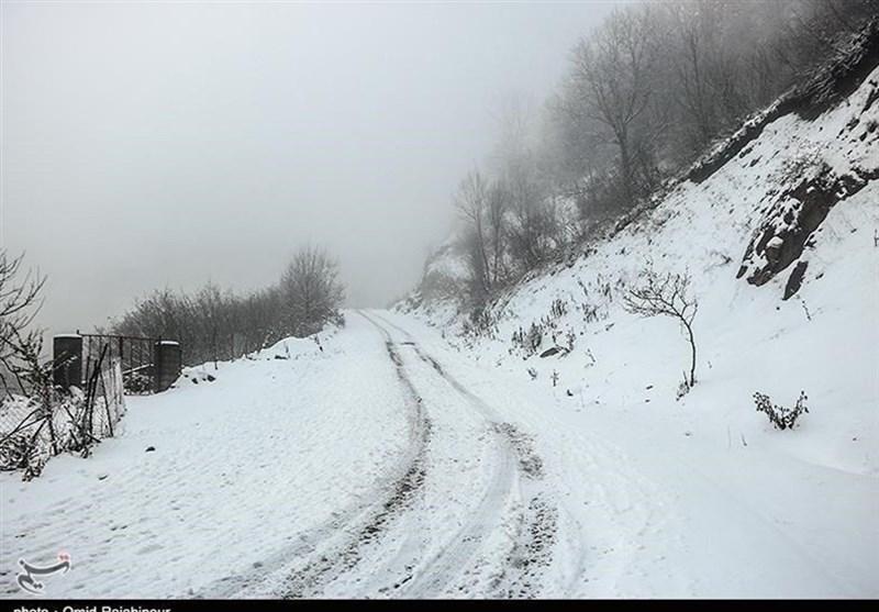 برف راه 12 روستای عشایری کوهدشت را مسدود کرد؛ روستاییان در بنبست سرما