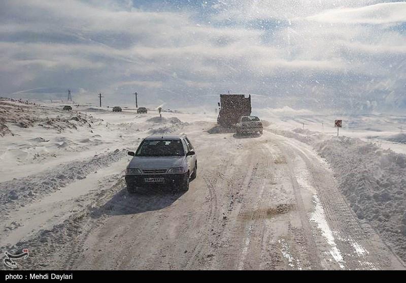 تازهترین اخبار از بحران برف در استان گیلان| بازگشایی 90 درصد راههای روستایی گیلان تا امشب؛ برق 232 هزار مشترک وصل شد+تصاویر