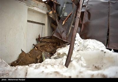 تخریب سقف منزل مسکونی در پی بارش شدید برف در استان گیلان