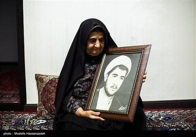 لیلا گرزین مادر سردار شهید محمدعلی ملک شاهکویی، فرمانده گردان حمزه سیدالشهدا