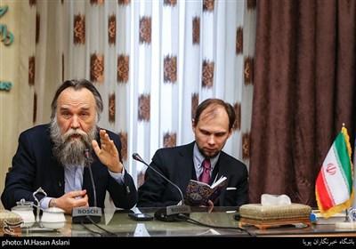 الکساندر دوگین مشاور رئیس جمهور روسیه و دکتر تاراس اقتصاددان از روسیه در نشست تمدن های حوزه اوراسیا