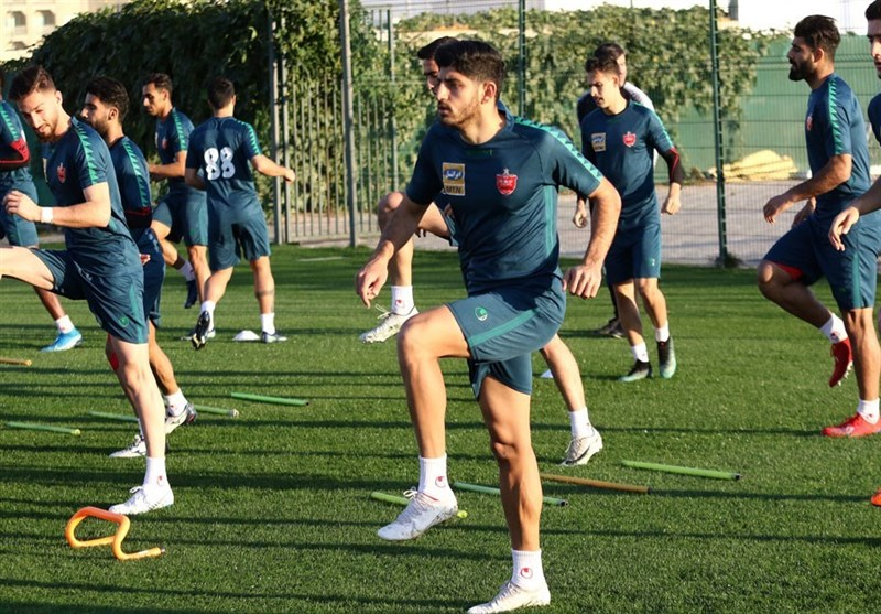 گزارش تمرین پرسپولیس در امارات/ کریخوانی جالب مربیان و عکس یادگاری هواداران با بازیکنان