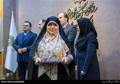 تجلیل از نجمه سادات مولایی خبرنگار خبرگزاری تسنیم در فرهنگسرای رسانه