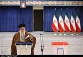 قائد الثورة الاسلامية يدلي بصوته في الانتخابات