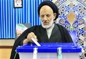 نماینده ولی فقیه در استان خراسان جنوبی رأی خود را به صندوق انداخت