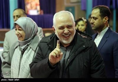 ظريف يدلي بصوته في انتخابات مجلسي الشورى وخبراء القيادة