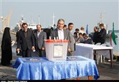 انتخابات ایران| استاندار بوشهر رای خود را به صندوق شعبه 90 خلیج فارس انداخت + فیلم