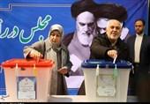 Zarif: Iranian People Main Supporter of Islamic Revolution