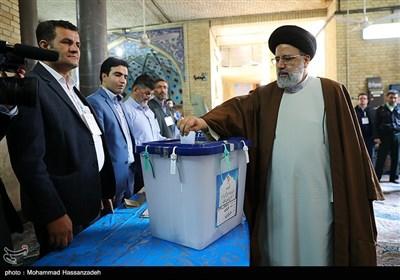 حضور حجت الاسلام سید ابراهیم رئیسی رئیس قوه قضائیه پای صندوق رأی