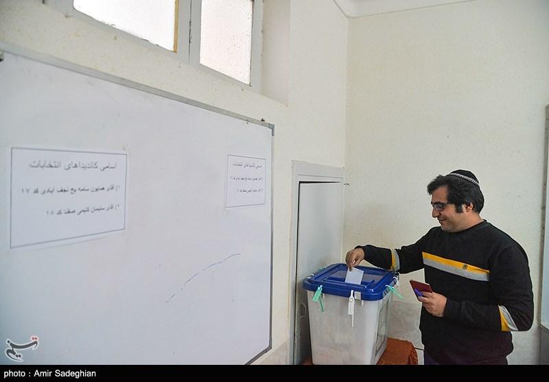 A Jewish man cast his vote in Shiraz
