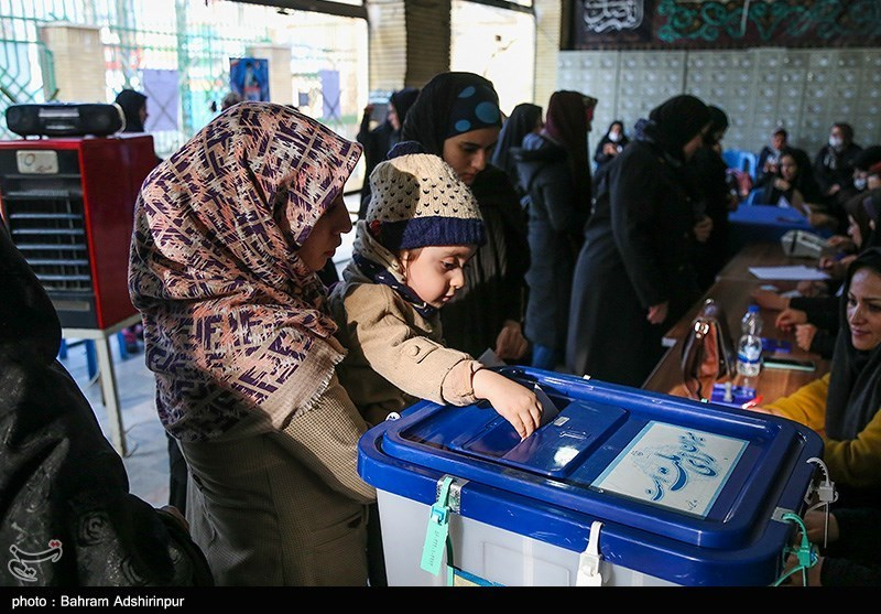 A child submits his mother's vote in Ardebil