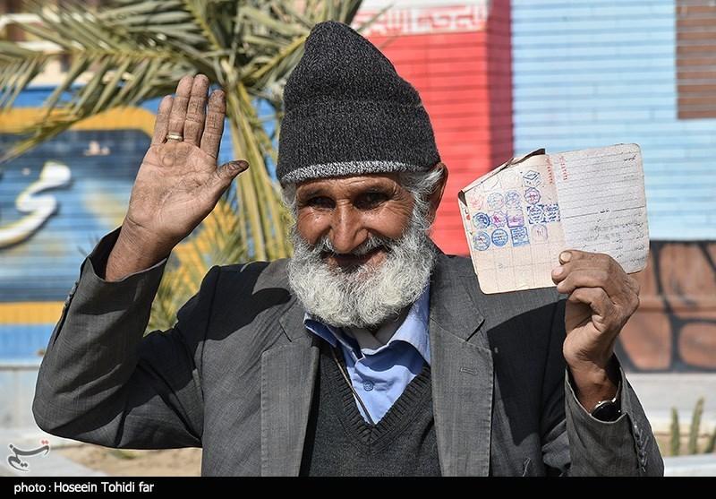 An elderly man in Birjand cast his ballot