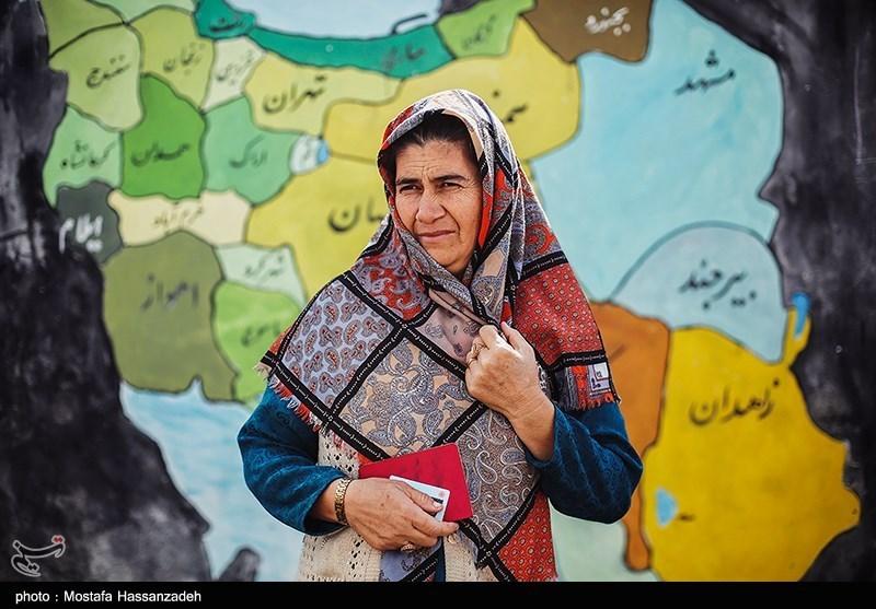 A prepared to vote in Golestan Province