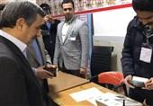 احمدی نژاد رأی خود را به صندوق انداخت