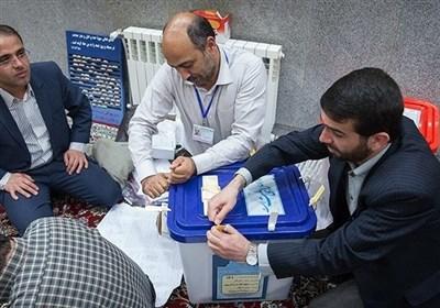 الاعلان عن النتائج الأولیة للإنتخابات البرلمانیة فی طهران.. المبدئیون فی الصدارة