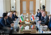 Iranian, Dutch Top Diplomats Discuss Closer Ties