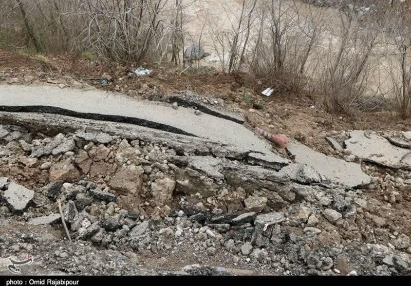رانش زمین در روستاهای دورود؛ راه ارتباطی 3 روستا قطع است