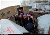 توزیع اقلام امدادی در بین زلزله زدگان بخش قطور خوی به روایت تصویر
