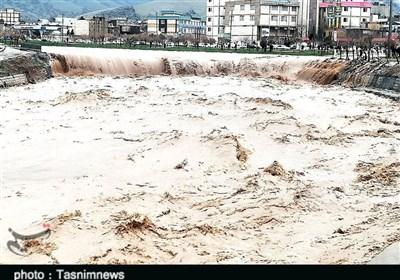 تازهترین اخبار سیلاب ایران  بحران لرستان را فرا گرفت / خیابانها لبریز از آب و مردم مجبور به ترک منازل شدند / انسداد 85 راه روستایی + فیلم