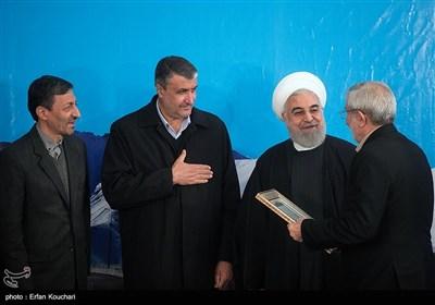 تقدیر از محمد سعیدی کیا رئیس هیأت امناء بنیاد مستضعفان انقلاب اسلامی توسط حسن روحانی رئیس جمهور