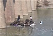 سانحه سقوط مینی بوس در رودخانه 24 هندی را به کام مرگ کشاند