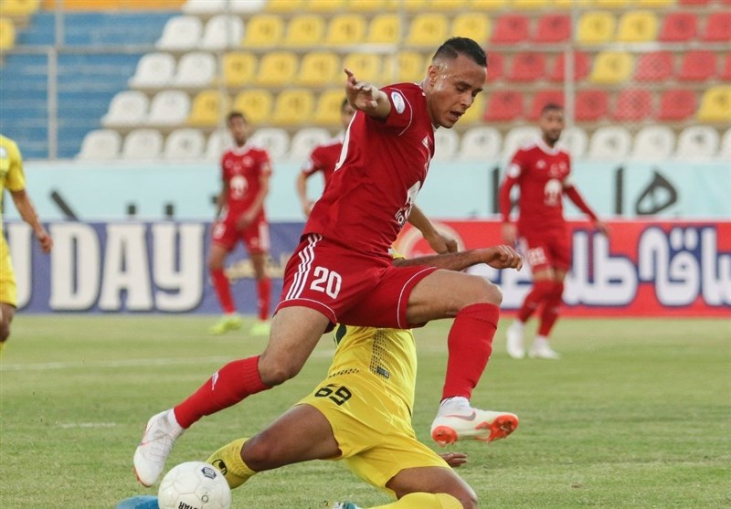 Algerian Forward Hamzaoui Looks to Leave Tractor