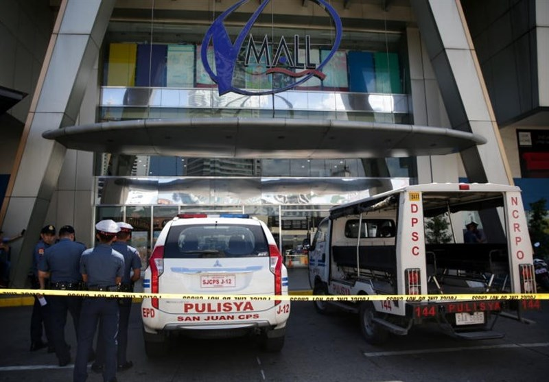 One Injured, Dozens Held Hostage in Manila Mall Shooting