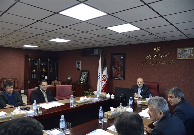 نشست ستاد عالی مقابله با کرونا/ همکاری مشترک وزارت ورزش و بهداشت برای پیشبرد برنامه های عملیاتی