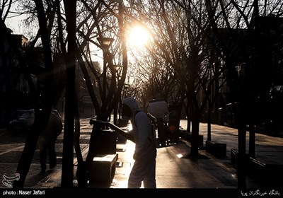 تعقيم سوق طهران الكبير لمنع انتشار فيروس كورونا