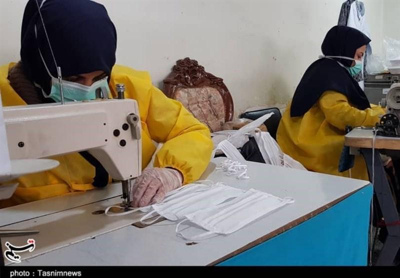 فعالیت بسیج جامعه زنان اصفهان در راستای ریشهکنی ویروس کرونا؛ تولید روزانه 10 هزار ماسک و تهیه بستههای غذایی برای نیازمندان