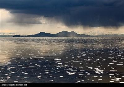 دریاچه ارومیه در روزهای بهاری