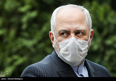 محمدجواد ظریف وزیر امور خارجه در حاشیه آخرین جلسه هیئت دولت در سال ۹۸
