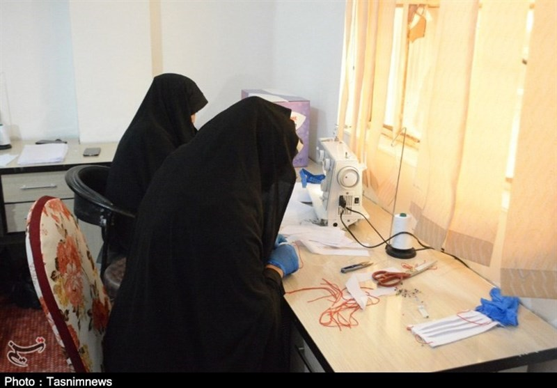 ظرفیت تولید دستکش و ماسک در شهرستان پارسیان افزایش یافت+فیلم