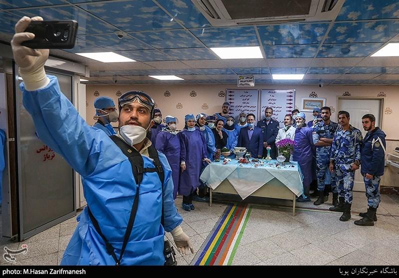 عکس یادگاری پرسنل بیمارستان با سفره ی هفت سین