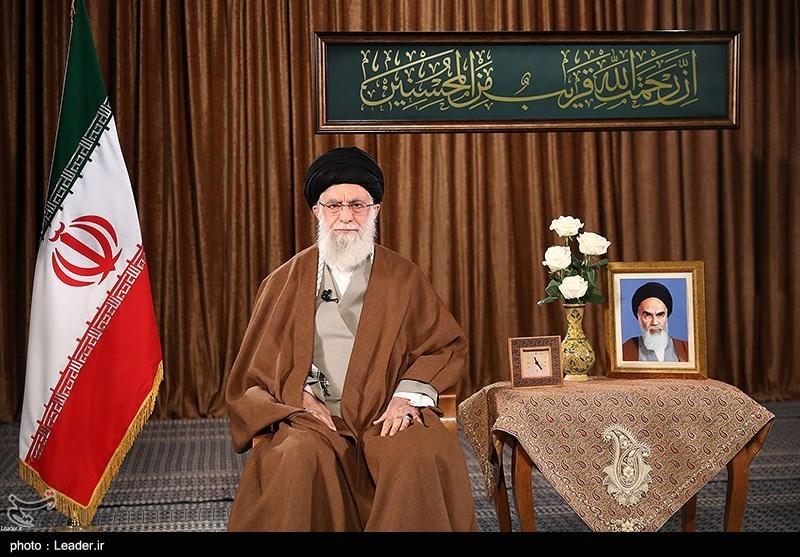 امریکہ ایران کی مدد کا ڈرامہ کرنے کے بجائے، اپنے عوام کو سہولتیں فراہم کرے: امام خامنه ای