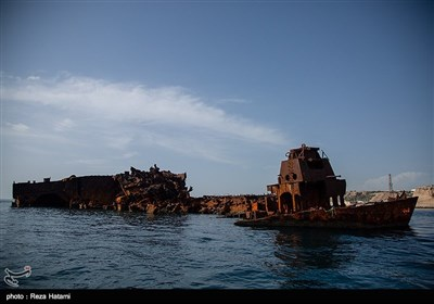کشتی سوخته در جزیره خارک