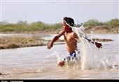 گزارش ویدئویی تسنیم| عواقب سیل در بلوچستان / روستاهای شهرستان دشتیاری همچنان درگیر سیلاب