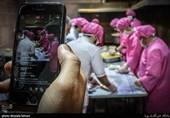 """همزمان با """"عید غدیر"""" 15 هزار غذای متبرک بین زائران و مجاوران حرم رضوی توزیع شد"""