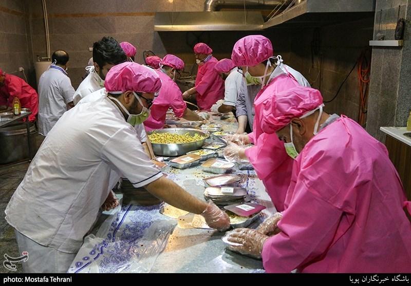 15000 وعده غذای متبرک در حاشیه شهر مشهد توزیع شد