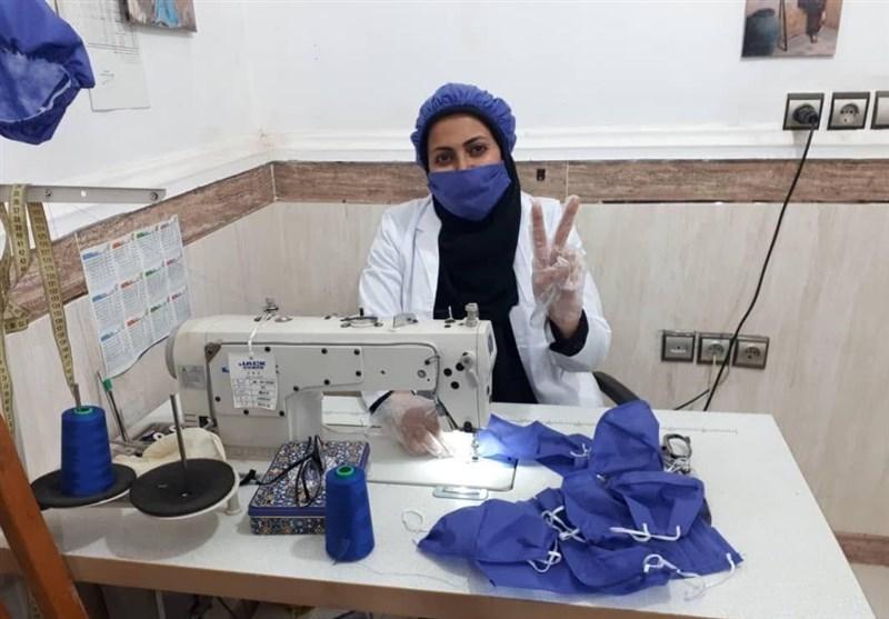"""معلم حق التدریسی که """"مدافع سلامت """"مردم شد/ تولید روزانه 1000 ماسک رایگان"""