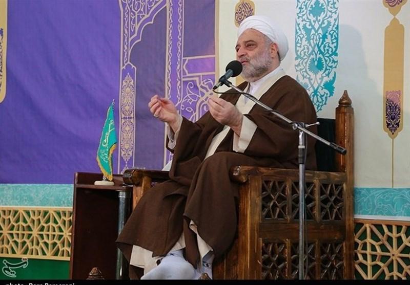 """حجتالاسلام فرحزاد: با """"صلوات"""" گرفتاری و بلا دور میشود"""
