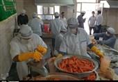گزارش ویدئویی تسنیم| خدمتی دیگر از گروههای جهادی در اهواز / تهیه آبمیوه تازه برای مدافعان سلامت و بیماران