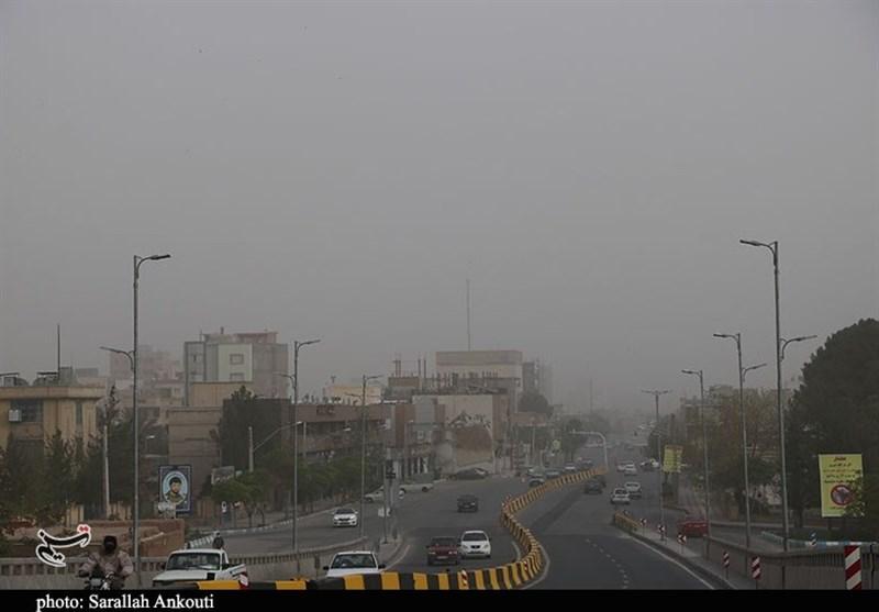 جولان گرد و غبار در هوای بهاری صبح کرمان به روایت تصویر